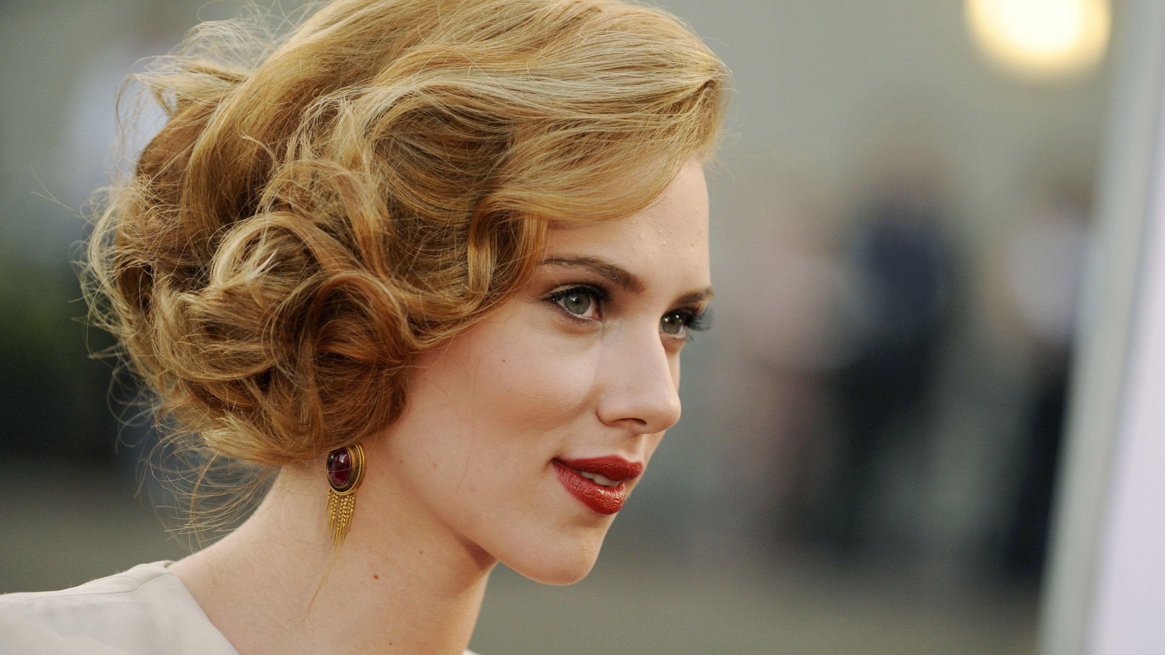 Scarlett Johansson surgeries
