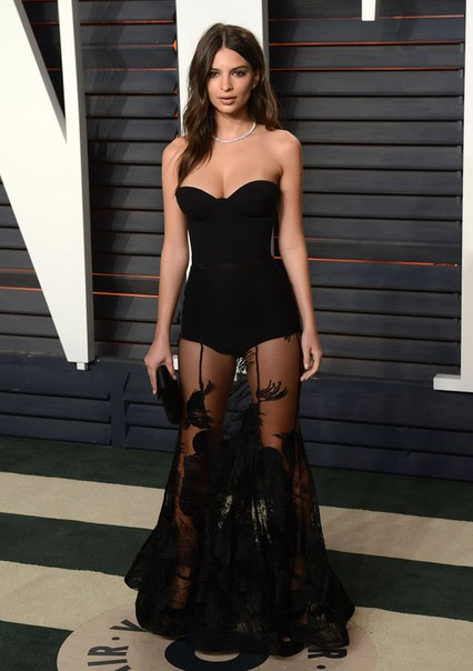 An image of Emily Ratajkowski in 2016