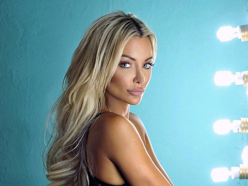 An image of Lindsey Pelas